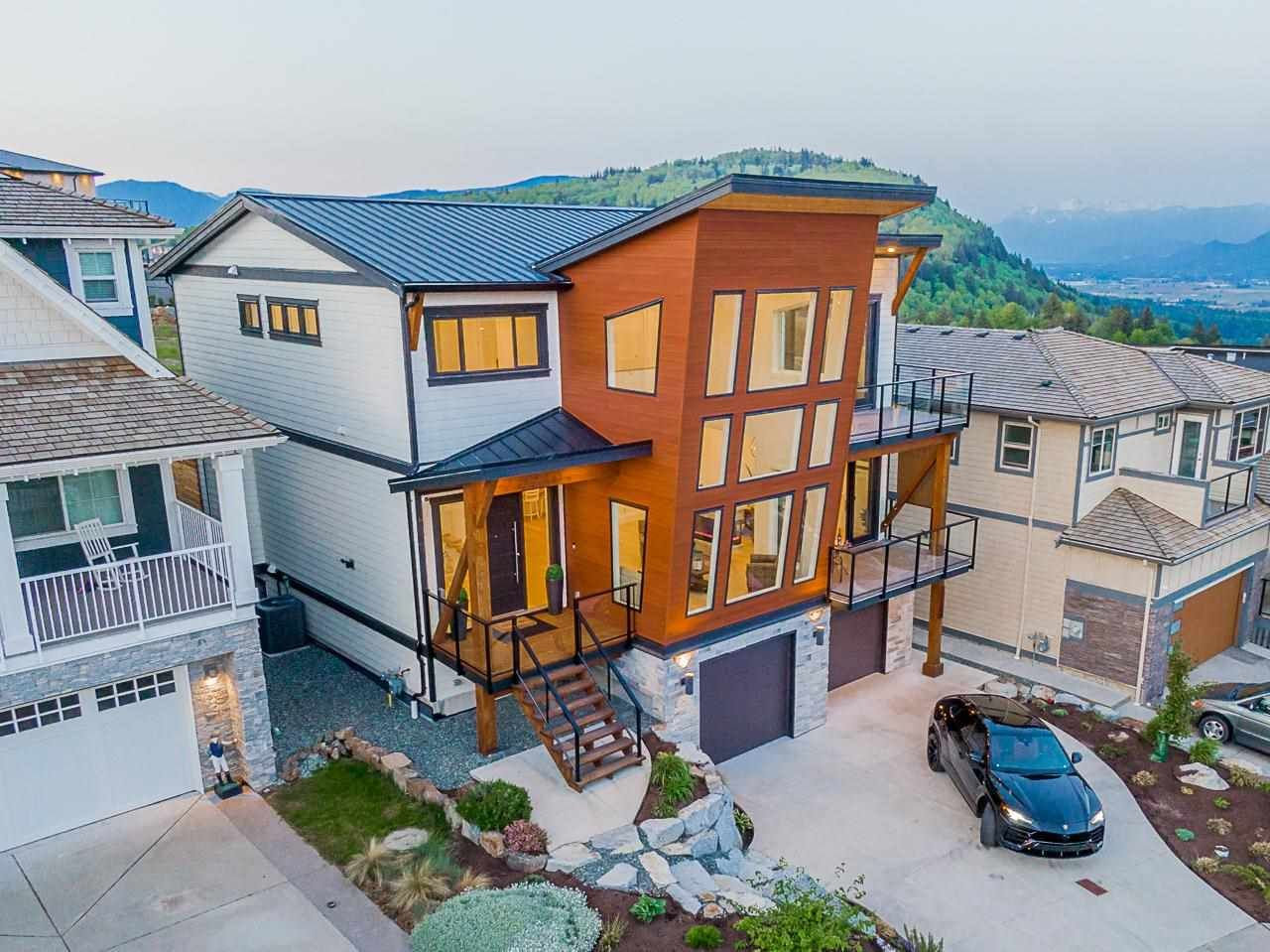 """Photo 2: Photos: 35489 EAGLE SUMMIT Drive in Abbotsford: Abbotsford East House for sale in """"Eagle Mountian"""" : MLS®# R2578749"""