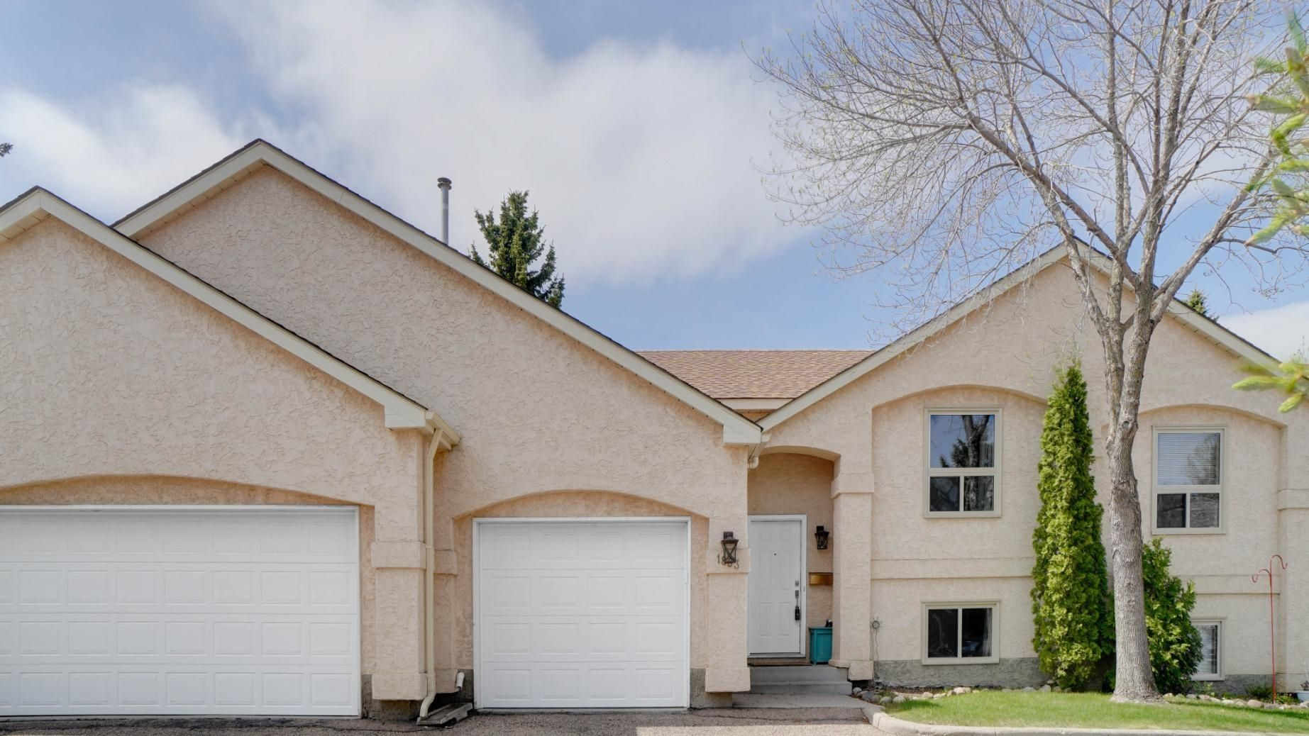 Main Photo: 1883 MILL WOODS Road in Edmonton: Zone 29 Townhouse for sale : MLS®# E4260538