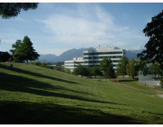 """Photo 9: 205 930 E 7TH Avenue in Vancouver: Mount Pleasant VE Condo for sale in """"Windsor Park"""" (Vancouver East)  : MLS®# V787227"""