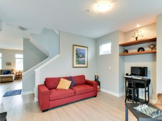 """Photo 5: 102 19932 70 Avenue in Langley: Willoughby Heights Townhouse for sale in """"SUMMERWOOD"""" : MLS®# R2335407"""
