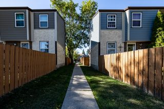 Photo 6: 38 WILLOWDALE Place NW in Edmonton: Zone 20 Townhouse for sale : MLS®# E4263337
