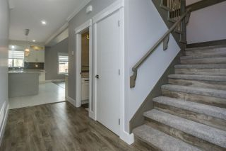 """Photo 5: 27687 RAILCAR Crescent in Abbotsford: Aberdeen House for sale in """"Station Woods"""" : MLS®# R2214452"""