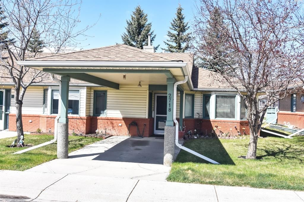 Main Photo: 2718 Dovely Park SE in Calgary: Dover Row/Townhouse for sale : MLS®# A1102328