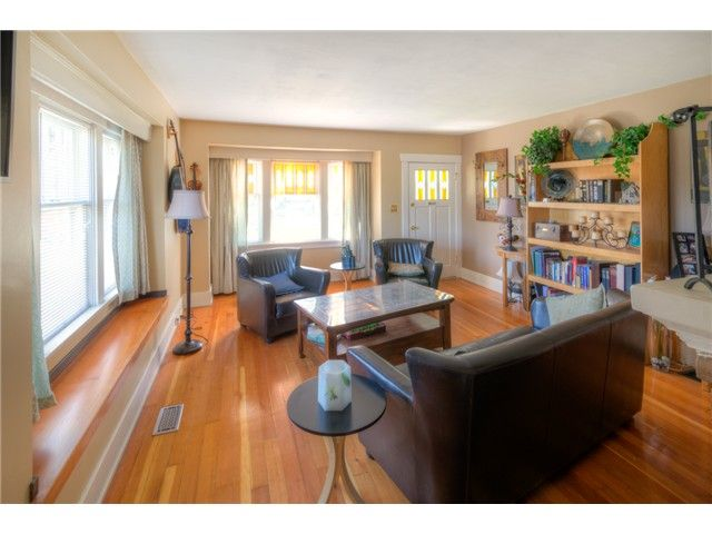 """Photo 2: Photos: 929 FOURTH Street in New Westminster: GlenBrooke North House for sale in """"GLENBROOKE NORTH"""" : MLS®# V1058200"""