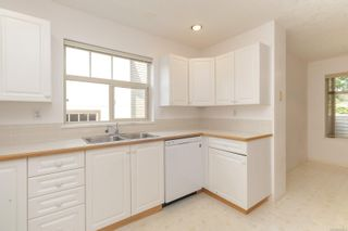 Photo 9: 401 288 Eltham Rd in View Royal: VR View Royal Row/Townhouse for sale : MLS®# 883864