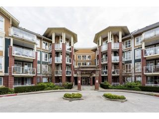 """Photo 1: 415 14 E ROYAL Avenue in New Westminster: Fraserview NW Condo for sale in """"VICTORIA HILL"""" : MLS®# R2320598"""