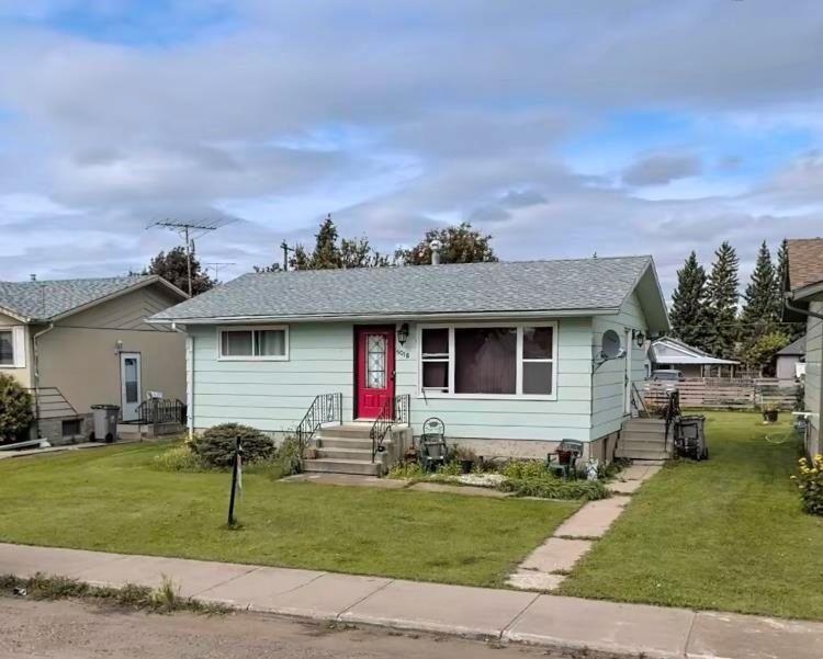 Main Photo: 5018 52 Ave: Mundare House for sale : MLS®# E4243278