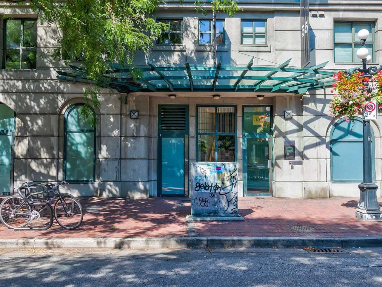 """Main Photo: 403 55 ALEXANDER Street in Vancouver: Downtown VE Condo for sale in """"55 Alexander"""" (Vancouver East)  : MLS®# R2614776"""