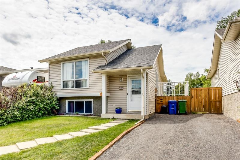 FEATURED LISTING: 11 Emberdale Way Southeast Airdrie