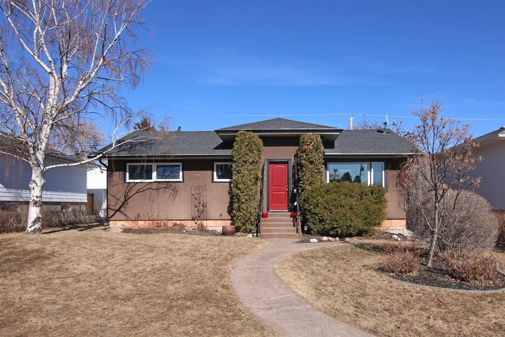Main Photo: 816 Thorneycroft Drive NW in Calgary: Thorncliffe Detached for sale : MLS®# A1080703