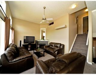 Photo 2: 25 COPPERFIELD Court SE in CALGARY: Copperfield Townhouse for sale (Calgary)  : MLS®# C3383561