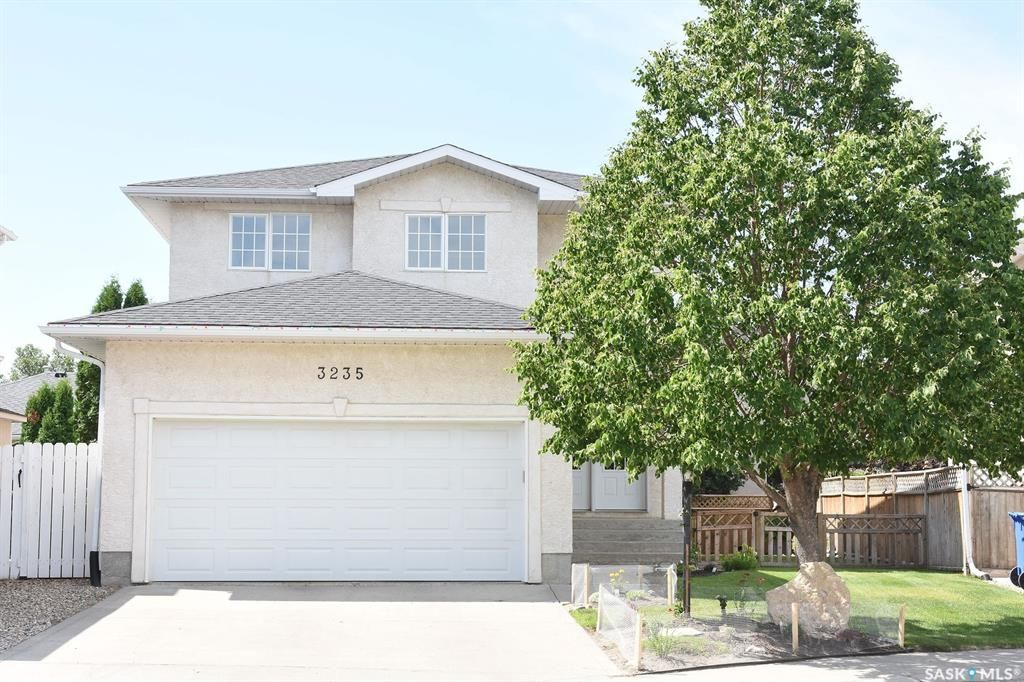 Main Photo: 3235 Thames Crescent East in Regina: Windsor Park Residential for sale : MLS®# SK815535