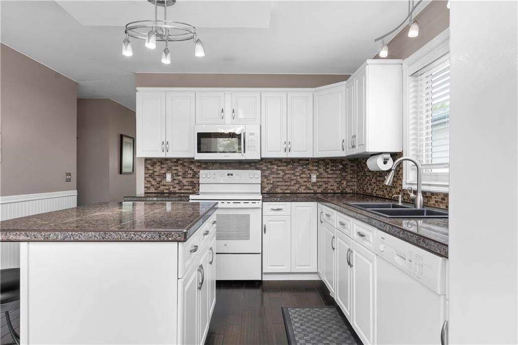 Photo 8: Photos: 1115 Waterford Avenue in Winnipeg: West Fort Garry Residential for sale (1Jw)  : MLS®# 202116113