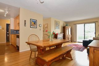 """Photo 4: 204 12890 17TH Avenue in Surrey: Crescent Bch Ocean Pk. Condo for sale in """"OCEAN PARK PLACE"""" (South Surrey White Rock)  : MLS®# F1003860"""