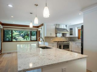 Photo 10: 1032/1034 Lands End Rd in North Saanich: NS Lands End House for sale : MLS®# 883150