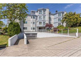 """Photo 2: 101 15941 MARINE Drive: White Rock Condo for sale in """"The Heritage"""" (South Surrey White Rock)  : MLS®# R2591259"""