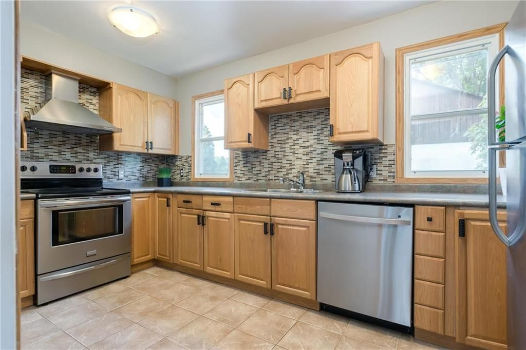 Photo 7: Photos: 665 Government Avenue in Winnipeg: Residential for sale (3B)  : MLS®# 202016023
