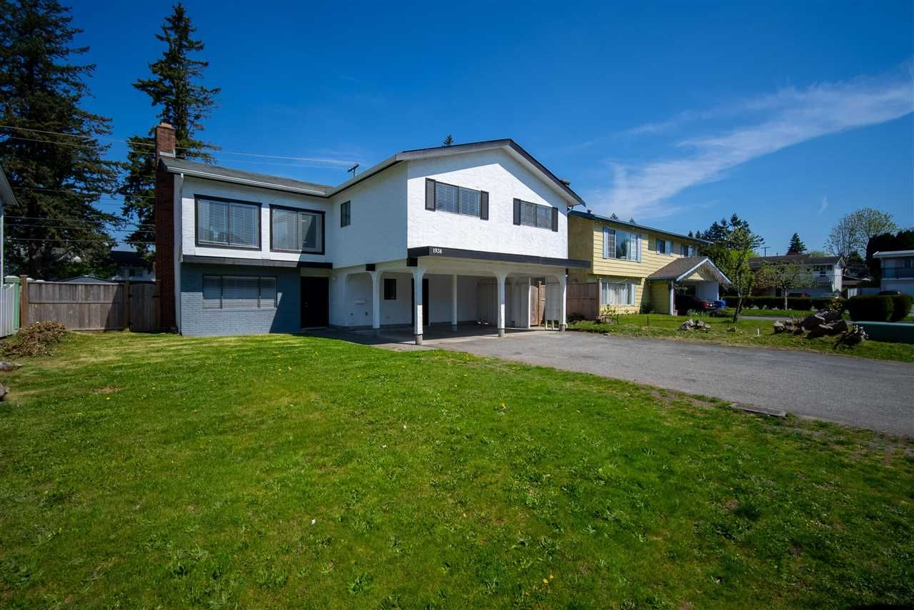 Main Photo: 1938 CATALINA Crescent in Abbotsford: Abbotsford West House for sale : MLS®# R2583963