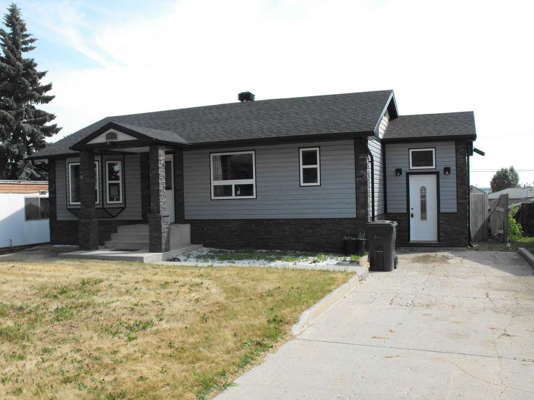 Main Photo: 4813 52 Avenue: Elk Point House for sale : MLS®# E4254406