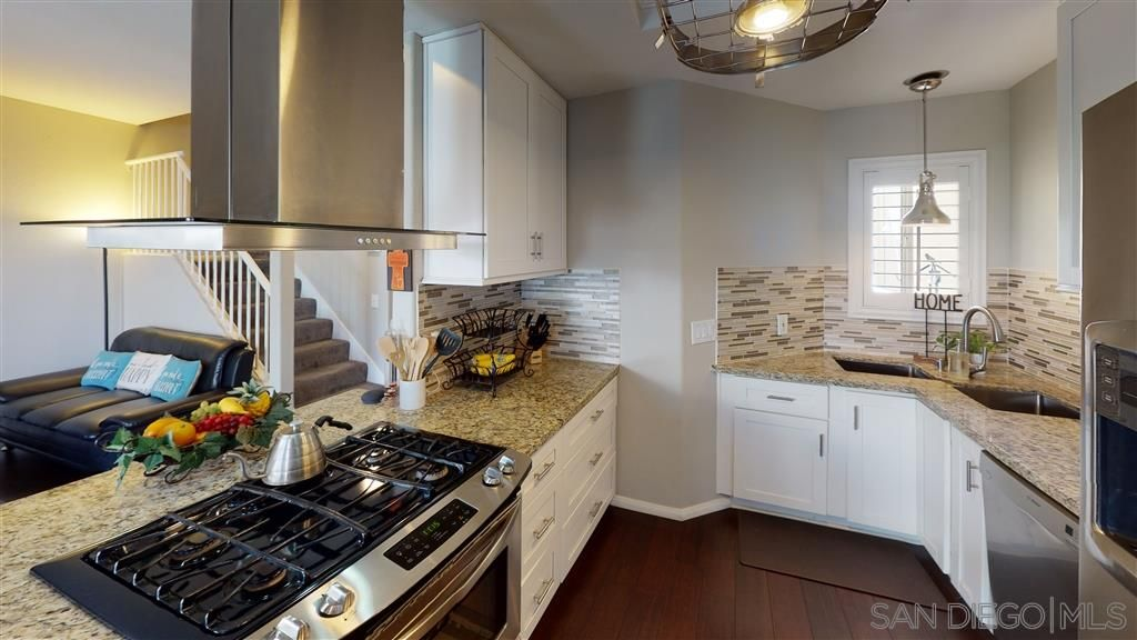 Main Photo: SAN MARCOS Townhouse for sale : 3 bedrooms : 420 W San Marcos #148