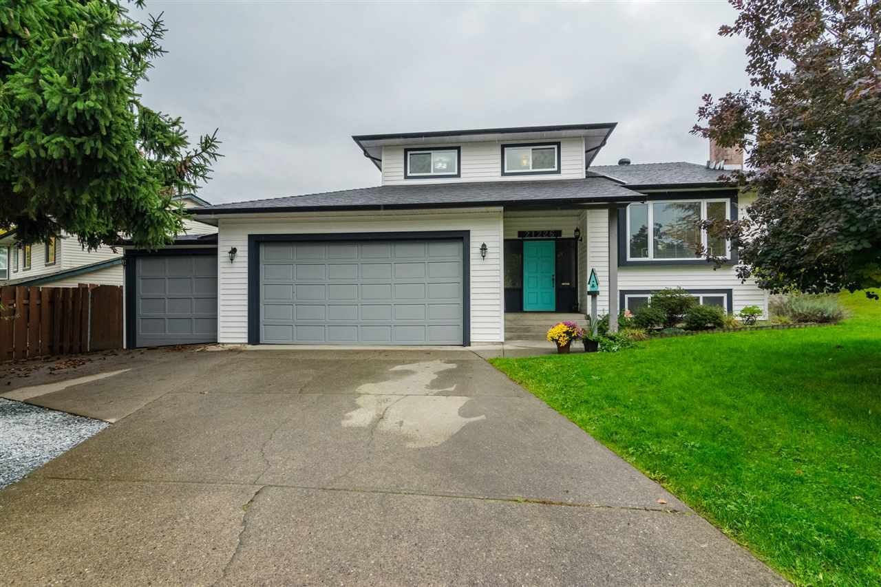 Main Photo: 21226 95A Avenue in Langley: Walnut Grove House for sale : MLS®# R2223701