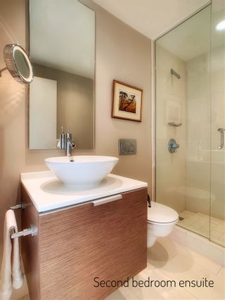 """Photo 15: 2001 1111 ALBERNI Street in Vancouver: West End VW Condo for sale in """"SHANGRI-LA"""" (Vancouver West)  : MLS®# R2565031"""