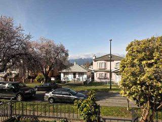 Photo 2: 3030 E 17th Av in Vancouver East: Renfrew Heights House for sale : MLS®# V1054398