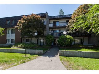 "Main Photo: 303 33870 FERN Street in Abbotsford: Central Abbotsford Condo for sale in ""Fernwood Manor"" : MLS(r) # R2180745"