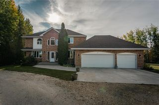 Photo 2: 7 Sunrise Bay in St Andrews: House for sale : MLS®# 202104748