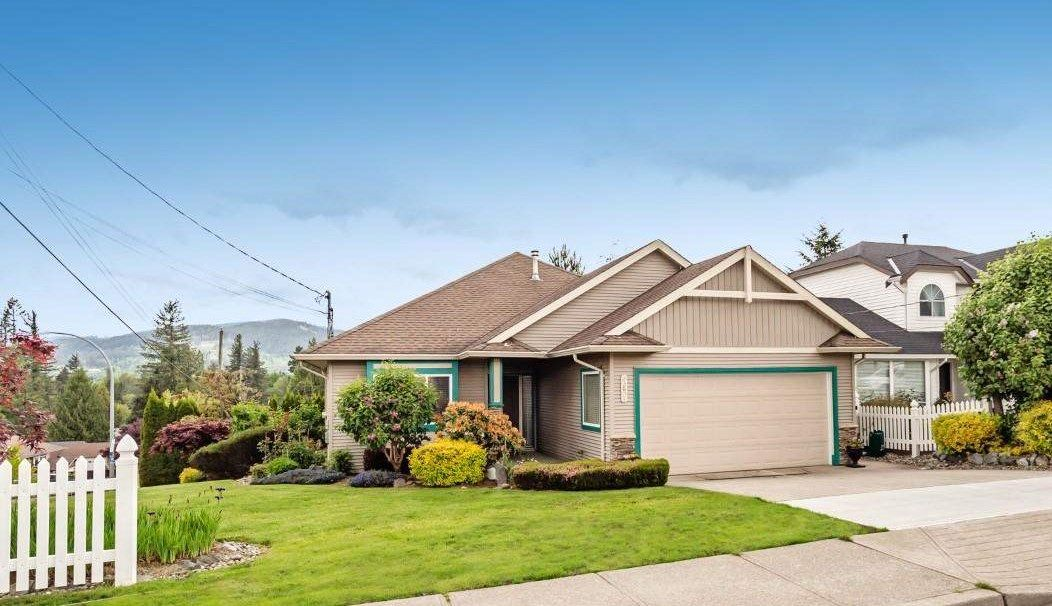 Main Photo: 33601 CHERRY Avenue in Mission: Mission BC House for sale : MLS®# R2582964