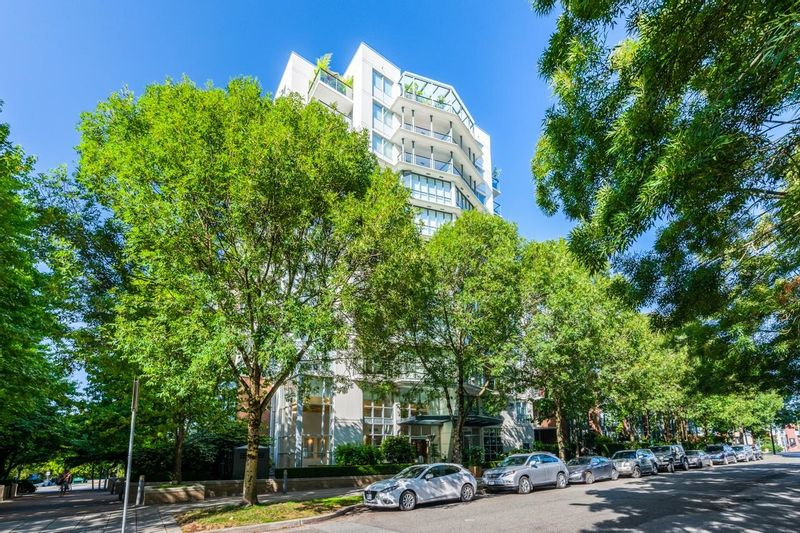 FEATURED LISTING: 405 - 1425 6TH Avenue West Vancouver