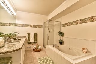 "Photo 13: 14 17917 68 Avenue in Surrey: Cloverdale BC Townhouse for sale in ""Weybridge Lane"" (Cloverdale)  : MLS®# R2206095"