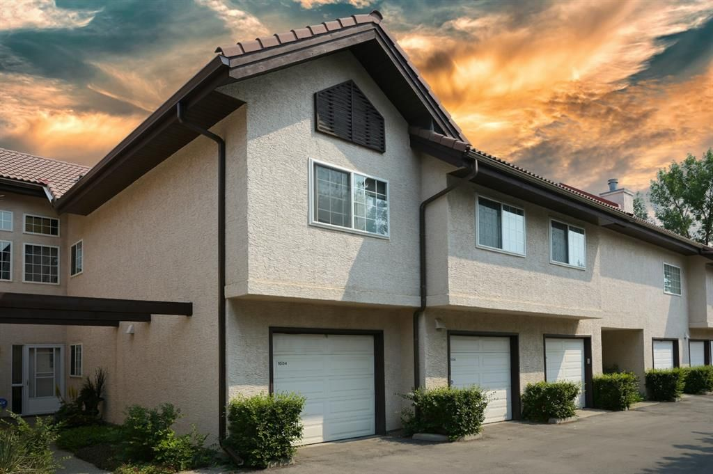 Main Photo: 1004 1997 Sirocco Drive SW in Calgary: Signal Hill Row/Townhouse for sale : MLS®# A1132991