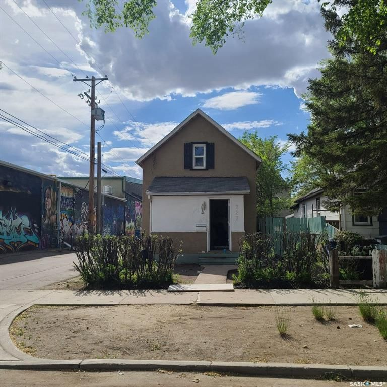 Main Photo: 227 F Avenue South in Saskatoon: Riversdale Residential for sale : MLS®# SK857099