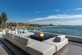 Photo 8: House for sale : 4 bedrooms : 311 Sea Ridge Dr in La Jolla