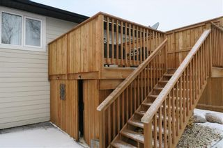 Photo 2: 46 Lilac Street in Mitchell: R16 Residential for sale : MLS®# 202028697