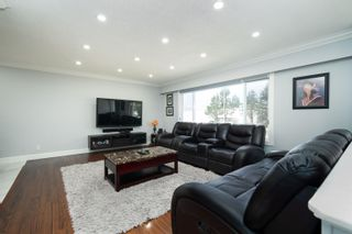 Photo 5: 26340 30A Avenue in Langley: Aldergrove Langley House for sale : MLS®# R2614135