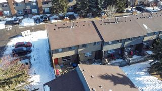 Photo 2: 31 9908 Bonaventure Drive SE in Calgary: Willow Park Row/Townhouse for sale : MLS®# A1065621