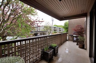 Photo 11: 207 1750 West 10th Ave in Regency House: Home for sale : MLS®# V887771