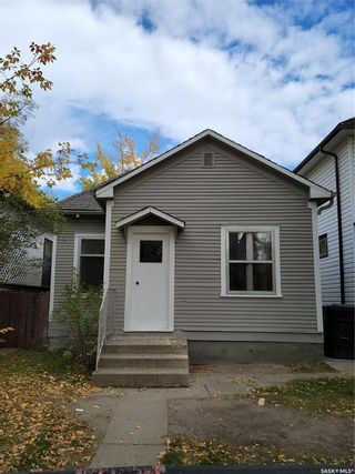 Photo 1: 720 32nd Street West in Saskatoon: Caswell Hill Residential for sale : MLS®# SK871688