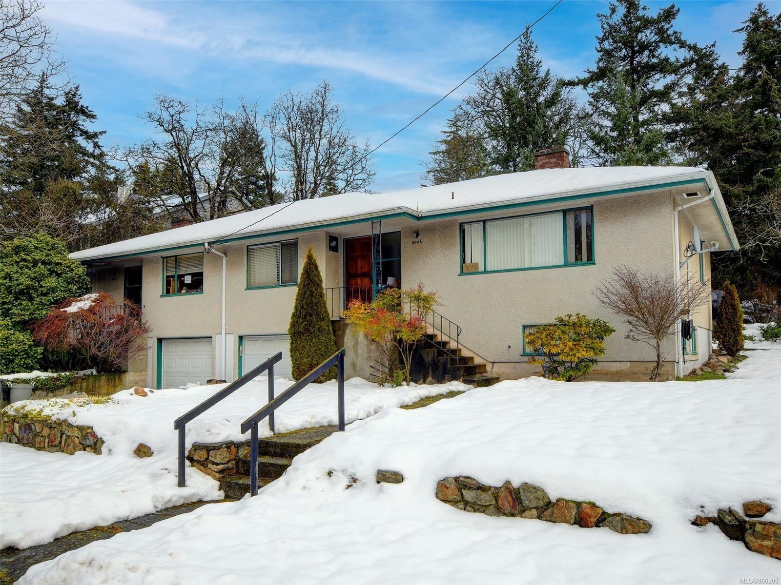 Main Photo: A&B 904 Admirals Rd in : Es Esquimalt Full Duplex for sale (Esquimalt)  : MLS®# 866200