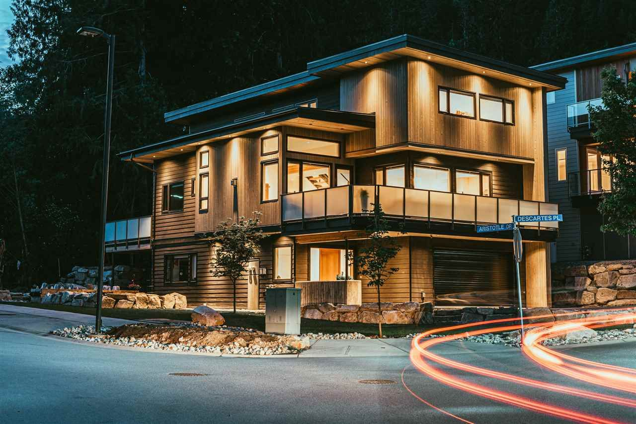 """Main Photo: 3305 DESCARTES Place in Squamish: University Highlands House for sale in """"UNIVERSITY HEIGHTS"""" : MLS®# R2372682"""
