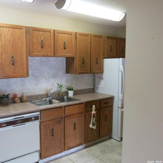 Photo 4: 205 351 Saguenay Drive in Saskatoon: River Heights SA Residential for sale : MLS®# SK867352