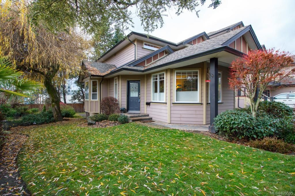 Main Photo: 8 15 Helmcken Rd in View Royal: VR Hospital Row/Townhouse for sale : MLS®# 829595