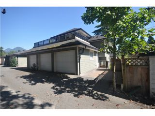 Photo 10: 3115 SUNNYHURST Road in North Vancouver: Lynn Valley Duplex for sale : MLS®# V972799
