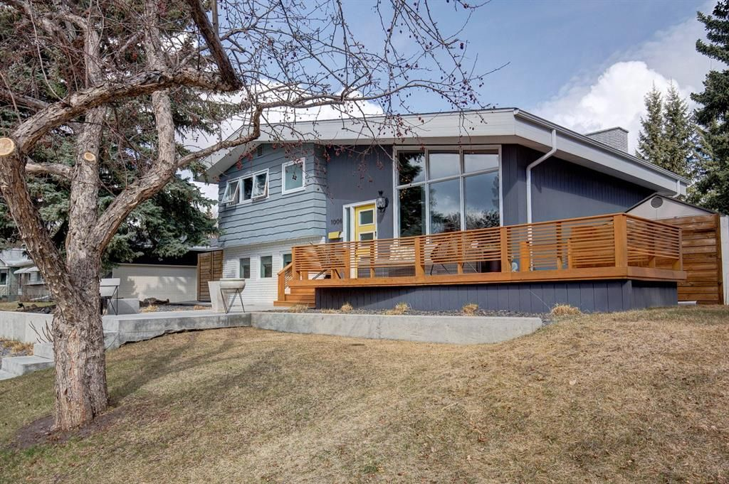Main Photo: 1008 78 Avenue SW in Calgary: Chinook Park Detached for sale : MLS®# A1094212