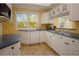 Photo 8: 1044 Redfern St in VICTORIA: Vi Fairfield East House for sale (Victoria)  : MLS®# 518219