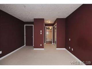 Photo 13: 111 1083 Tillicum Rd in VICTORIA: Es Kinsmen Park Condo for sale (Esquimalt)  : MLS®# 530725