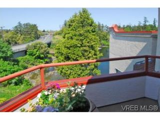 Photo 10: 403 1085 Tillicum Rd in VICTORIA: Es Kinsmen Park Condo for sale (Esquimalt)  : MLS®# 504110