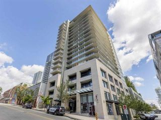 "Photo 1: PH7 39 SIXTH Street in New Westminster: Downtown NW Condo for sale in ""QUANTUM"" : MLS®# R2575142"